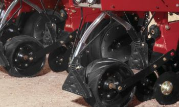 CroppedImage350210-CaseIH-Front-Rear-Spreader-attach.jpg