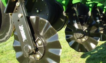 CroppedImage350210-Yetter-PlanterMountCoulters.jpg